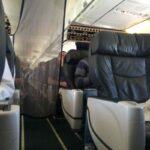 Tirai-di-pesawat-Boeing-737-800-Alaska-Airlines-yang-memisahkan-penumpang-first-class-dengan-ekonomi-di-belakang